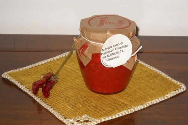 un vasetto di polpa di peperoncino