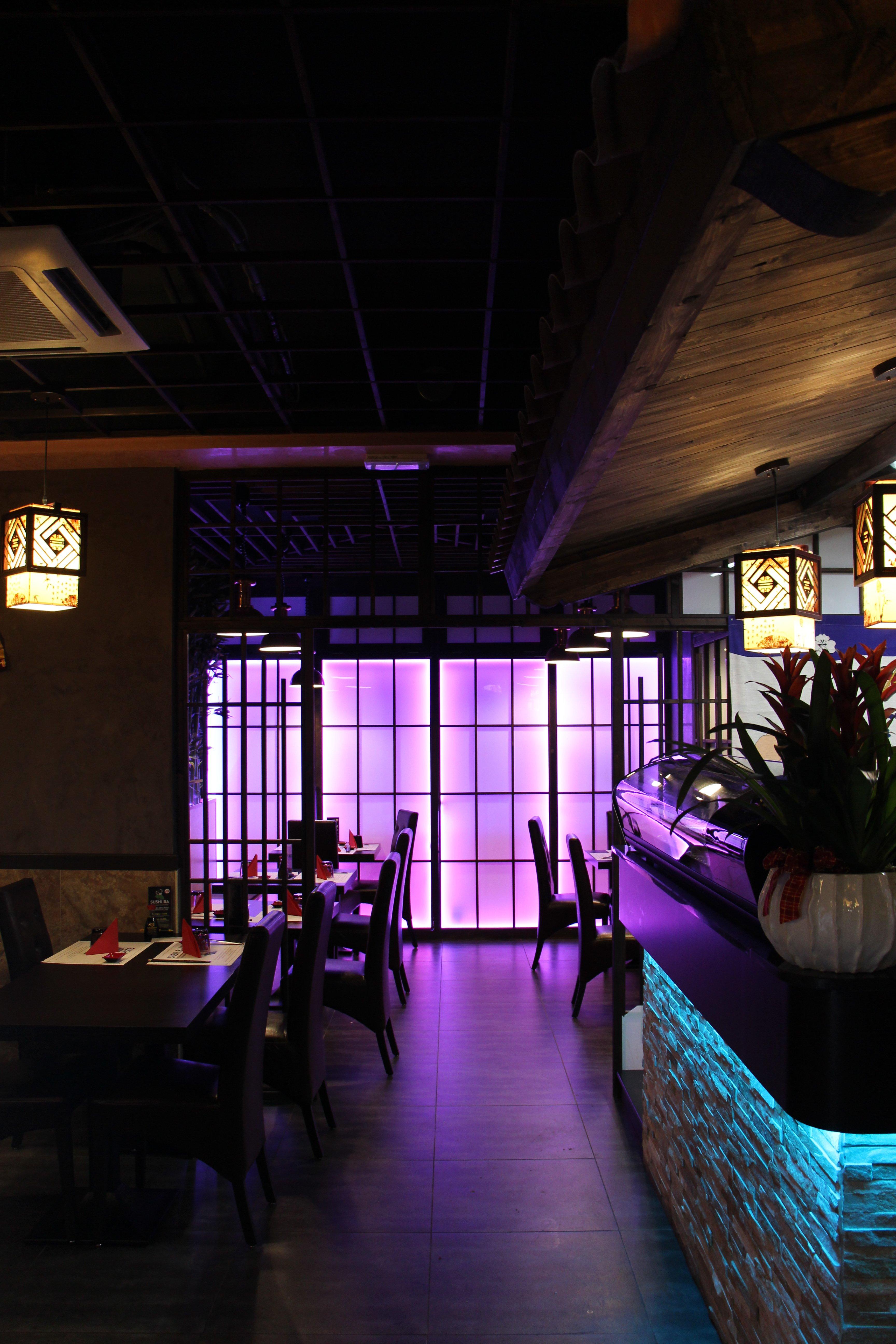 tavoli ed interni del ristorante Sushi.BA