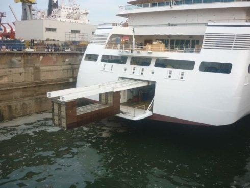 gru-yacht