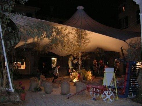Una tenda per giardino o cortile