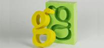 due lettere G scritte in corsivo maiuscolo di color giallo e verde