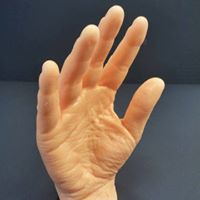 una mano di un uomo