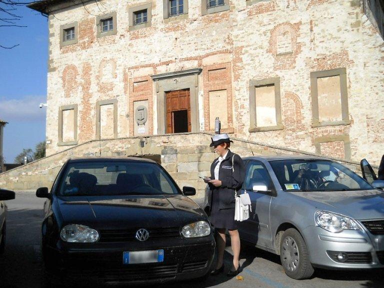 controllo auto nei parcheggi