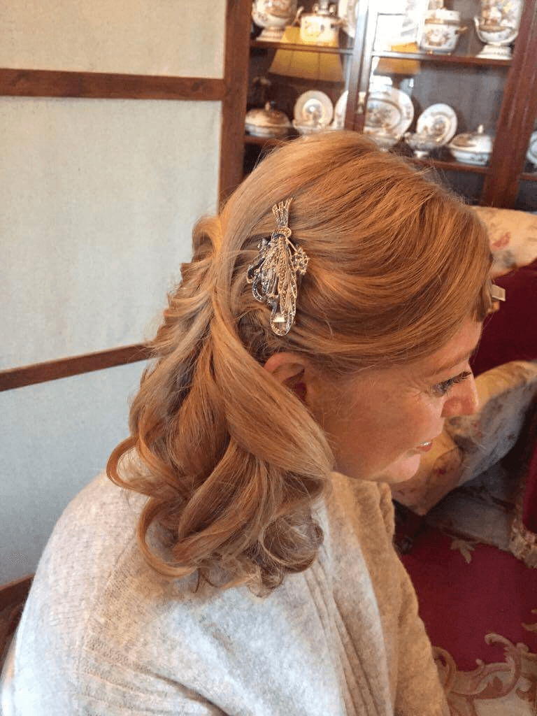 bridesmaid getting her hair done