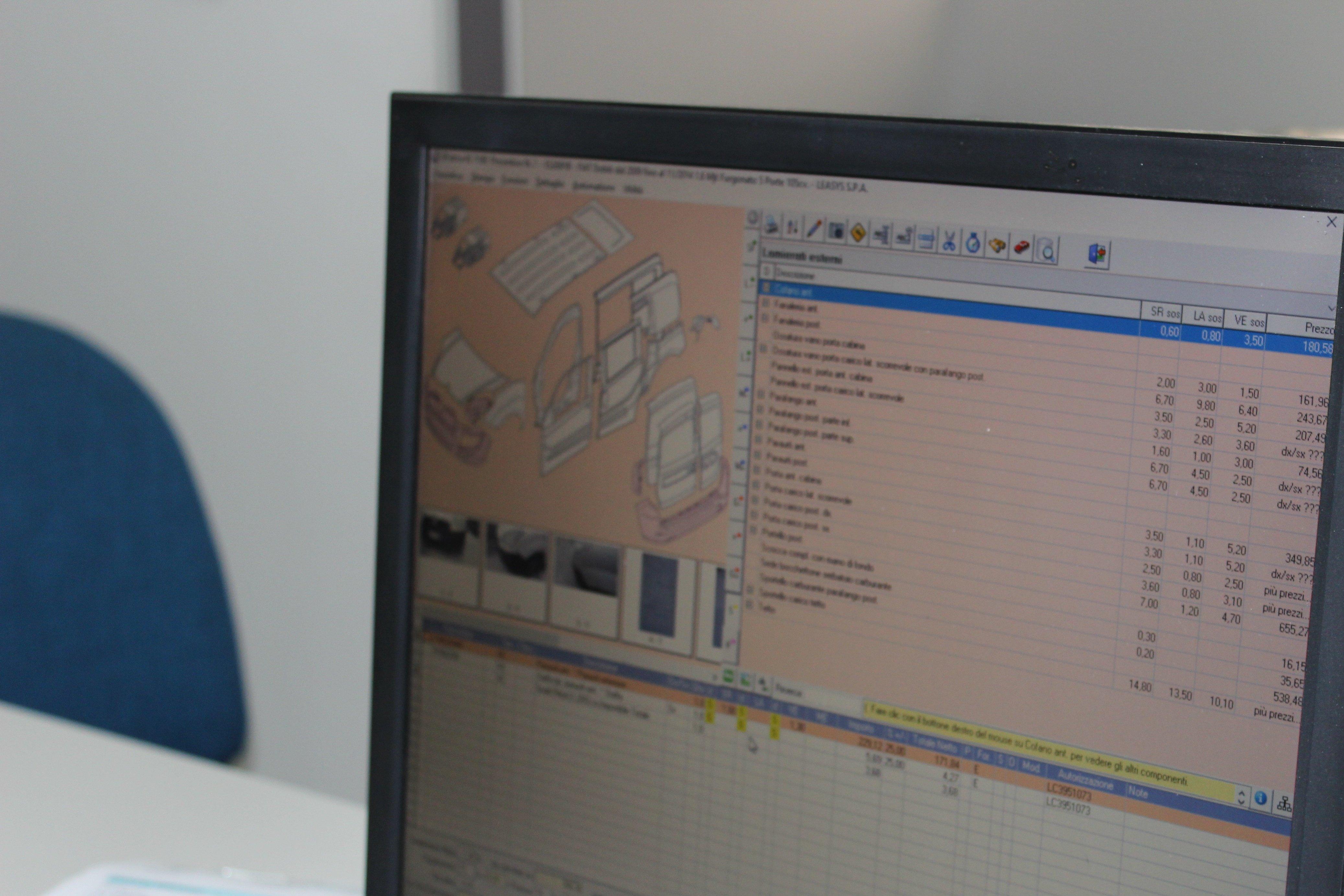 Struttura di un'auto vista da un monitor per le analisi