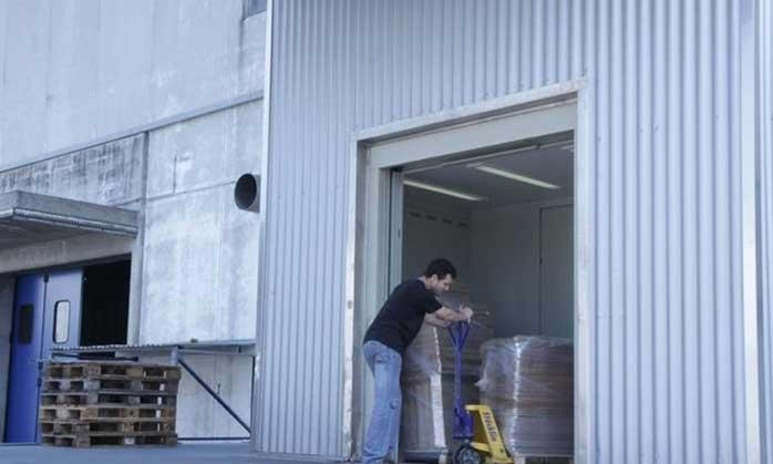 Montacarichi per trasporto imballaggi