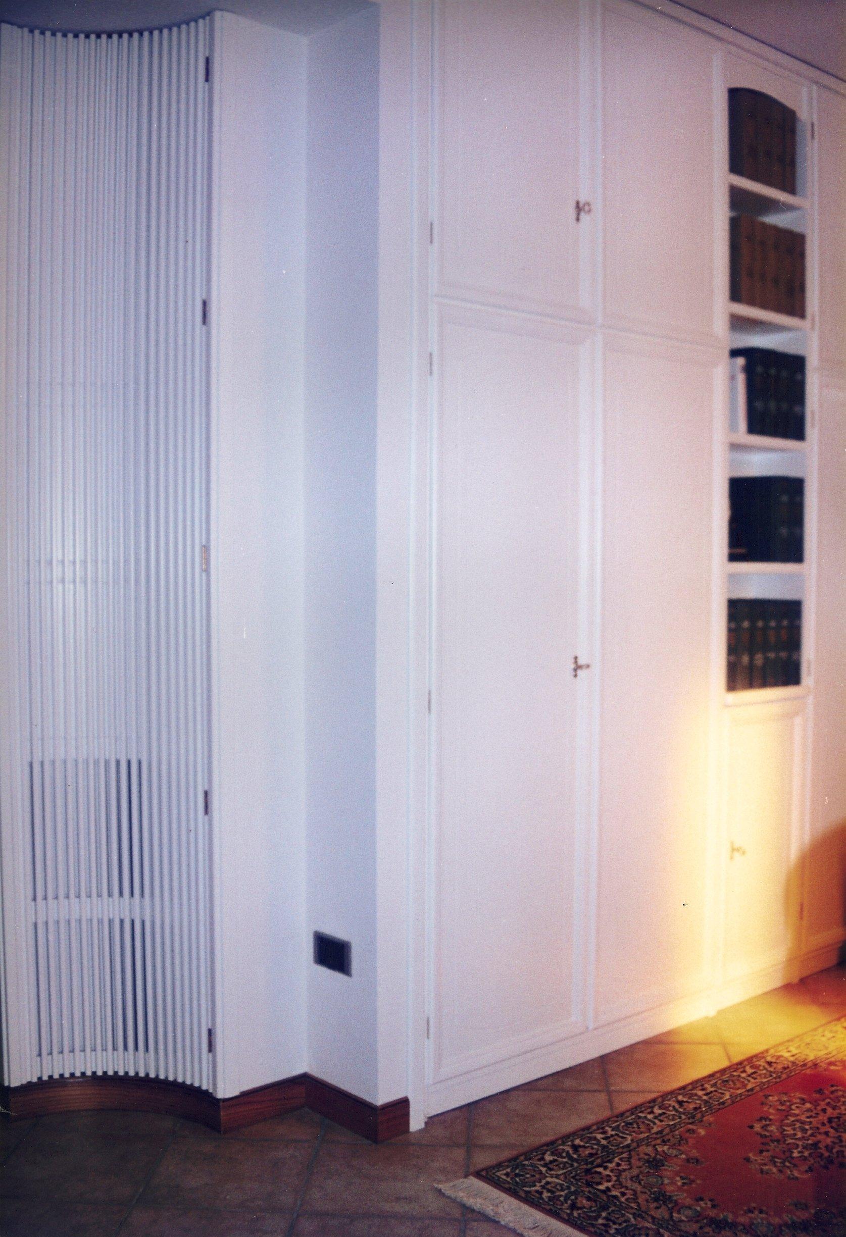 armadio in legno da parete