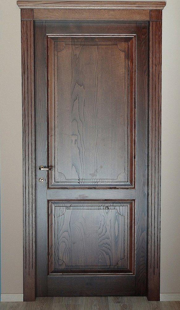 porta in stile classico in legno massello trattato