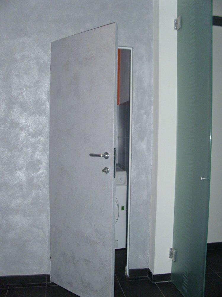 porta in legno complementare al colore delle pareti