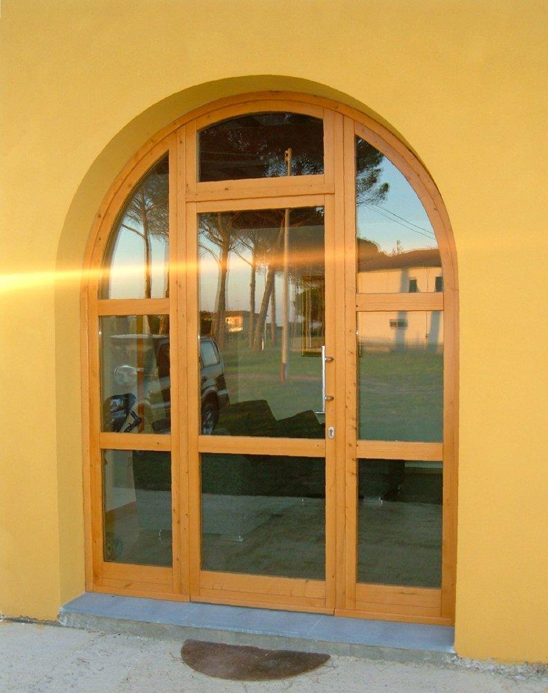 ingresso posteriore per abitazione con giardino