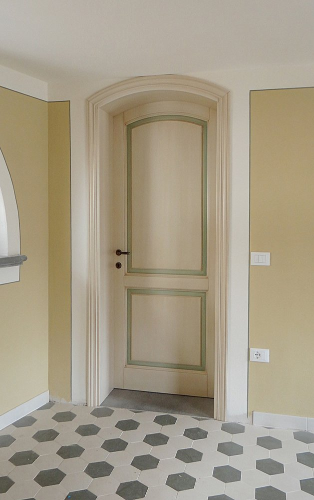 porta per interni in stile classico e legno massello