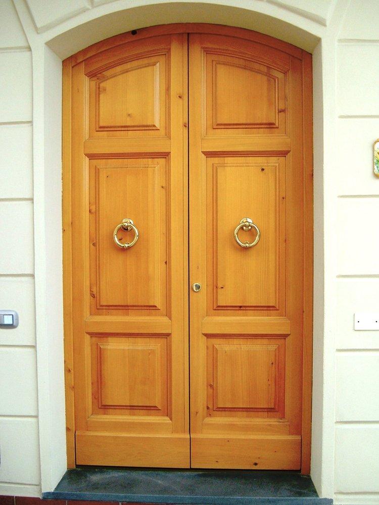 porta in legno massello trattato