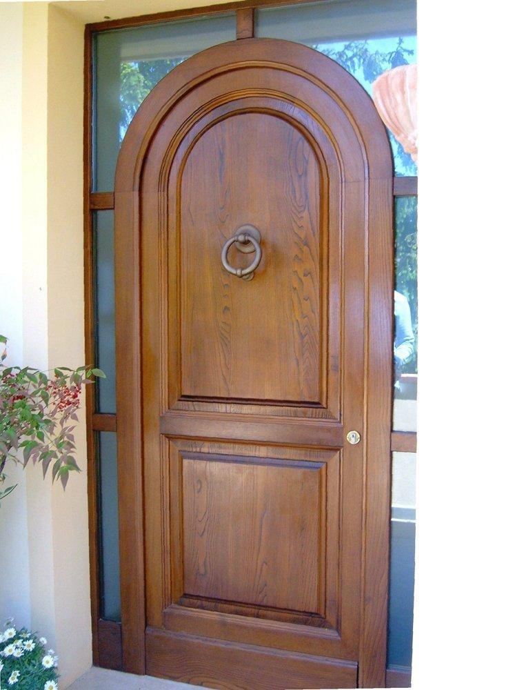 porta in stile classico per ingresso villa