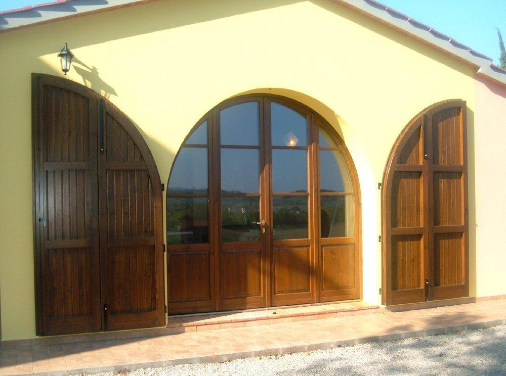 ingresso posteriore per giardino della villa