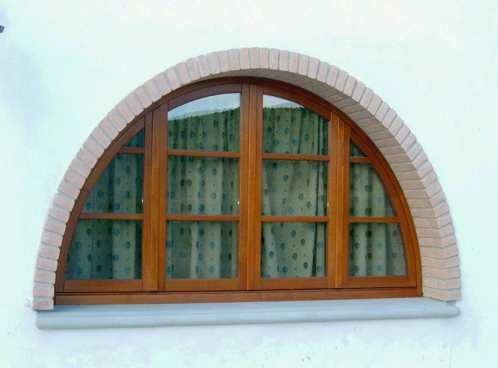 finestra a mezzaluna