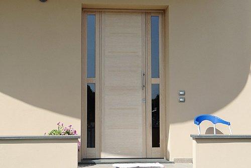 porta esterna di una casa