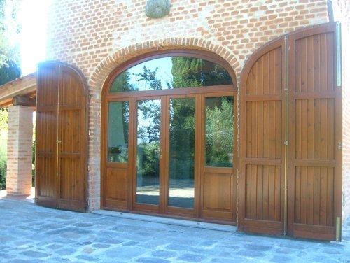 ingresso in vetro con porte basculanti