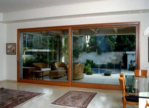 finestra separé tra due differenti stanze all'interno dello stesso piano