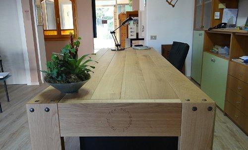 tavolo lungo in legno