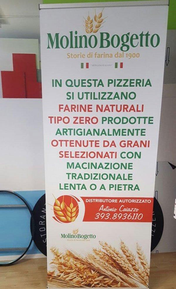 Un cartello pubblicitario con scritto Molino Bogetto