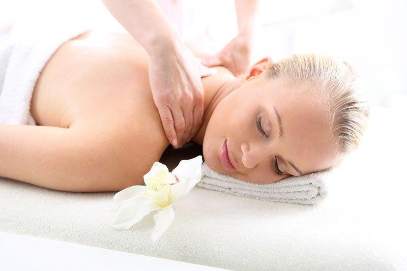 massaggio a una donna