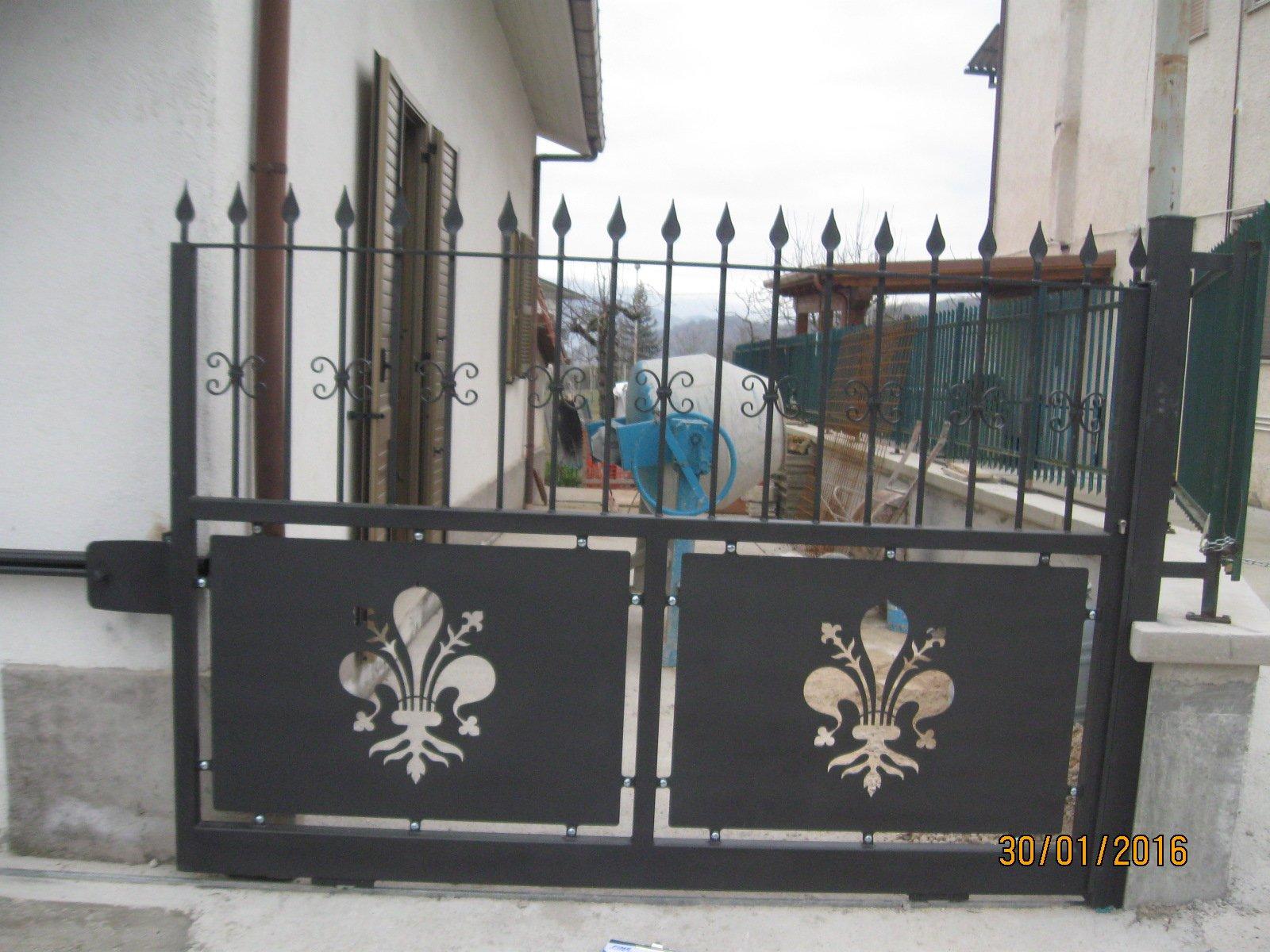 cancello di entrata in ferro battuto