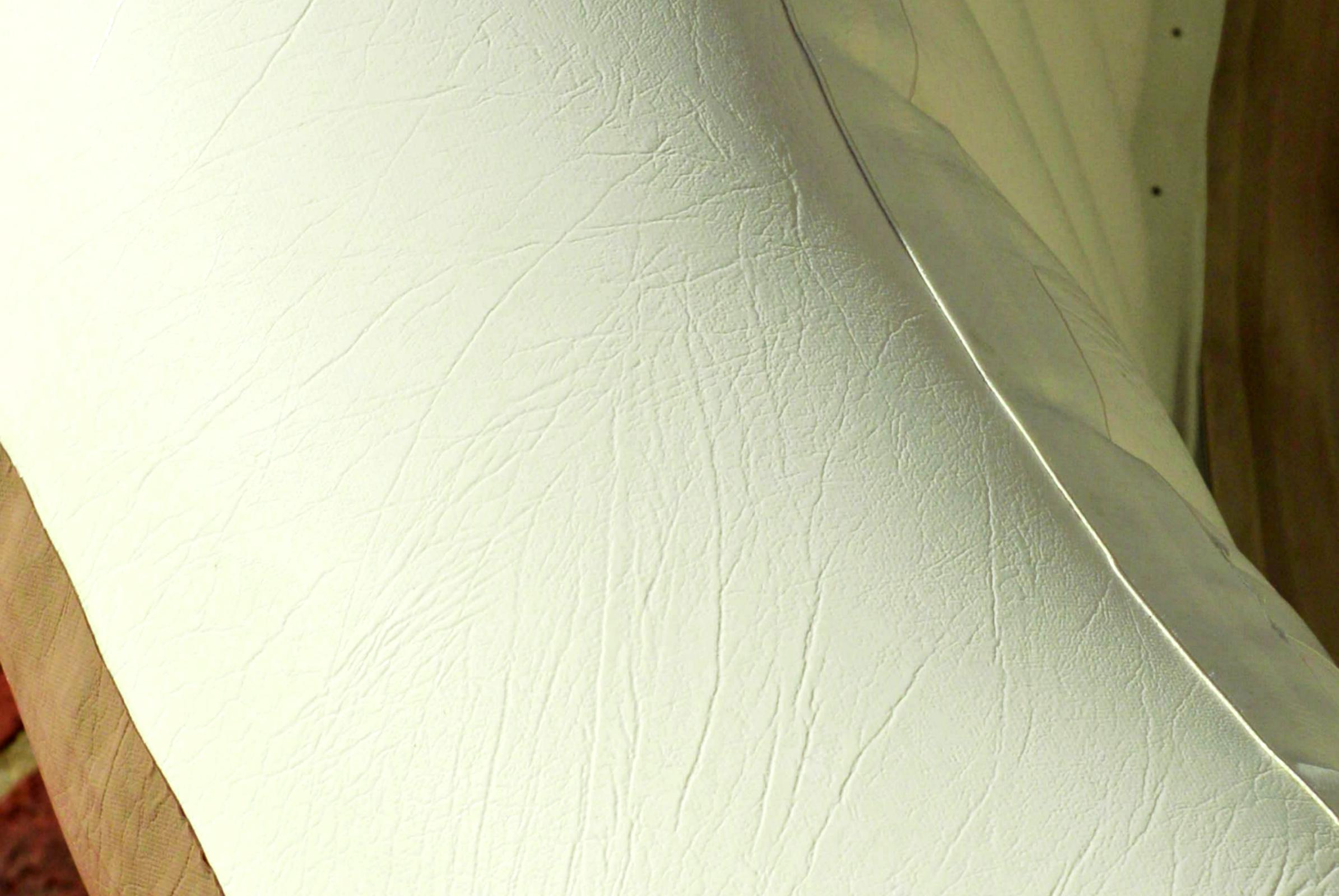 วัสดุของอ่างน้ำวนจากุซซี่เคลื่อนที่ เป็นเหมือนเฟอร์นิเจอร์ หนัง PVC อย่างดี มีอายุการใช้งานที่ยาวนาน