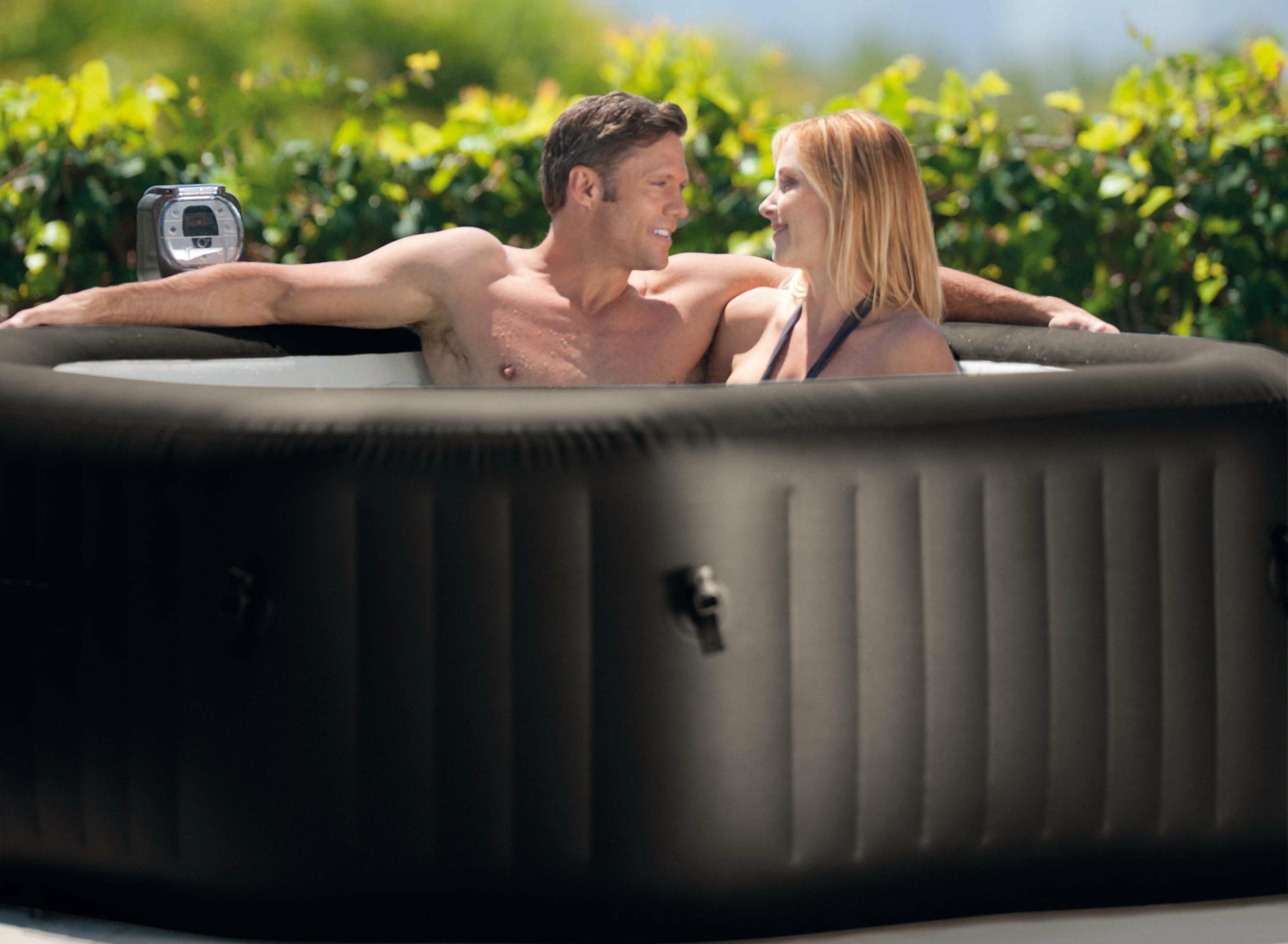 แช่น้ำร้อนลดน้ำหนัก แช่น้ำร้อนเพื่อสุขภาพผิวที่ดีขึ้น การแช่น้ำในอ่างน้ำวนจากุซซี่ อ่างน้ำสปา อ่างน้ำร้อน อ่างน้ำวนจากุซซี่ในรีสอร์ท