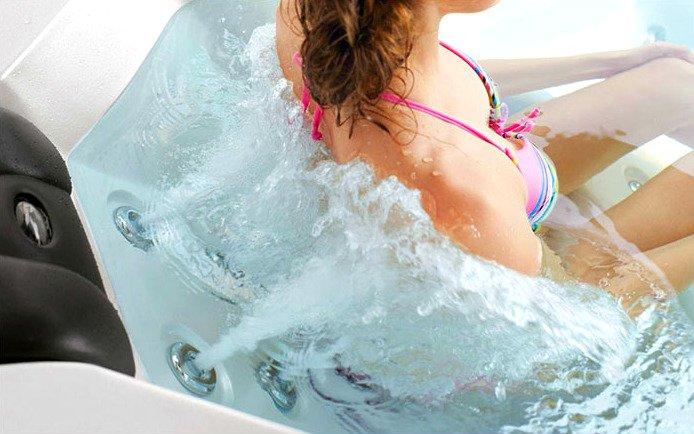 อ่างน้ำจากุซซี่ พร้อมระบบทำน้ำร้อนในตัว ปรับอุณหภูมิได้ตามต้องการสูงสุดที่ 40 องศา เพื่อการแช่น้ำร้อนผ่อนคลาย เพื่อการแช่น้ำร้อนจากุซซี่ด้านสุขภาพ การบำบัดบรรเทาอาการนอนไม่หลับด้วยการแช่น้ำจากุซซี่ อ่างน้ำสปาจากุซซี่สำหรับวิลล่า อ่างจากุซซี่สำหรับรีสอร์ท อ่างจากุซซี่สำหรับโรงแรม อ่างน้ำจากุซซี่สำหรับใช้ภายนอก อ่างจากุซซี่ Outdoor อ่างจากุซซี่ใช้แล้วไม่ต้องเปลี่ยนน้ำ อ่างน้ำจากุซซีใช้วิธีการบำบัดน้ำด้วยคลอรีน อ่างจากุซซี่อุปกรณ์คุณภาพสูงจากสหรัฐอเมริกา อ่างจากุซซี่ระบบจากสหรัฐอเมริกา ระบบนวดจากุซซี่
