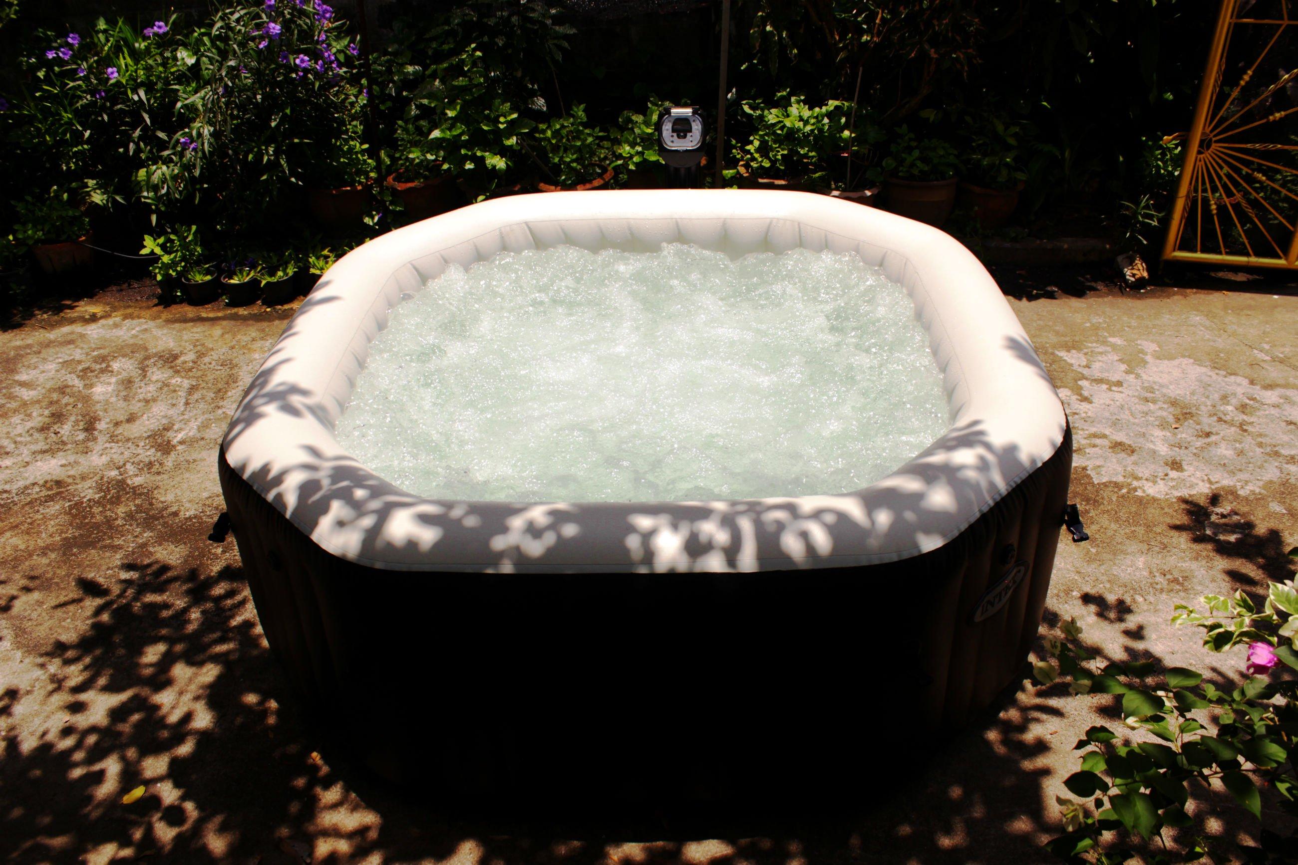 อ่างนอกบ้าน อ่างน้ำร้อนนอกบ้าน อ่างน้ำจากุซซี่ภายนอกบ้าน อ่างหน้าบ้าน อ่างน้ำหน้าระเบียง อ่างน้ำร้อนจากุซซี่นอกระเบียง อ่างน้ำร้อนจากุซซี่ภายนอกบ้าน อ่างน้ำวน อ่างน้ำวนจากุซซี่เคลื่อนที่ อ่างน้ำร้อน Pure Spa จากุซซี่สปา จากุซซี่ในบ้าน จากุซซี่นอกบ้าน จากุซซี่สนามหญ้า จากุซซี่สำหรับโครงการบ้าน จากุซซี่ราคาถูก แช่น้ำในอ่างบนดาดฟ้า อ่างน้ำจากุชชี่ อ่างน้ำวน INTEX สระน้ำเคลือ่นที่