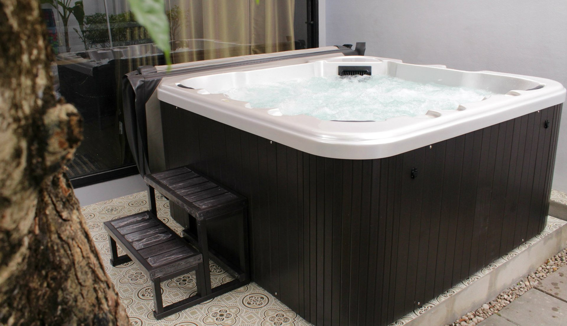 Spa jaccuzi awesome view in gallery stunning bathroom for Spas that come to your house