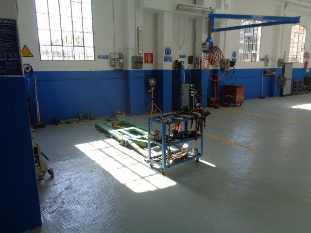 postazione per revisioni auto in carrozzeria Nuova Spram