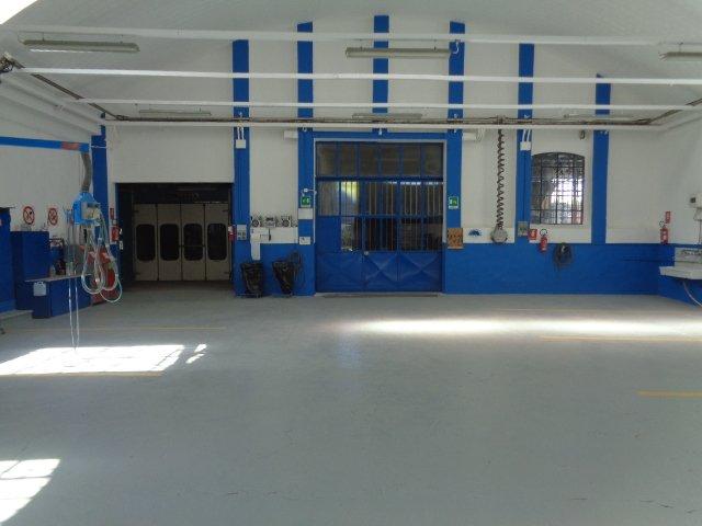 sala interna per manutenzione auto
