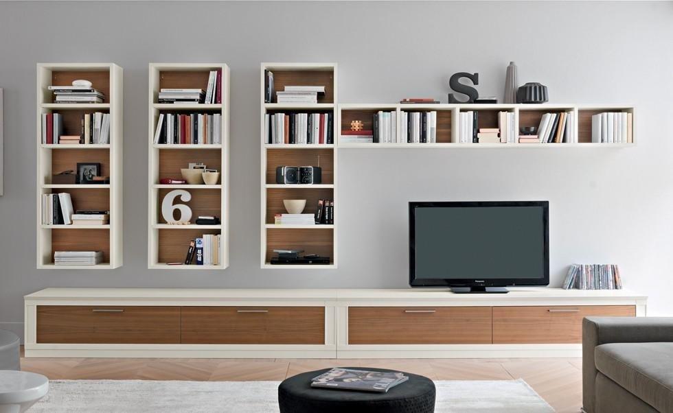 oggetti bianco e legno