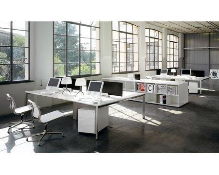Ufficio ampio con vetrate