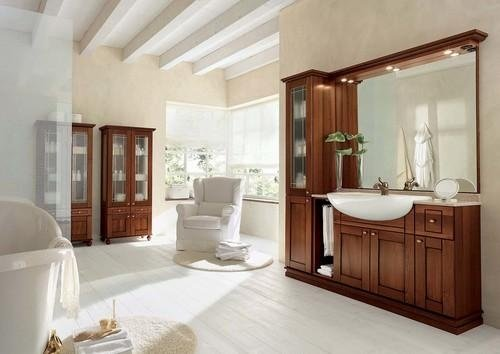 Bagno con mobili in legno