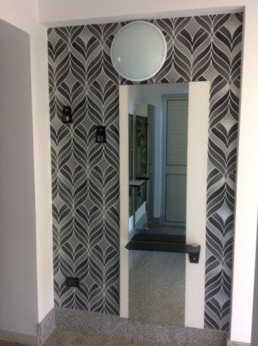 specchio ingresso con mensola nera