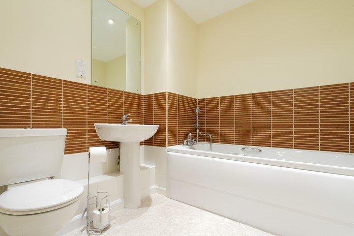 bathroom sink, bathtub