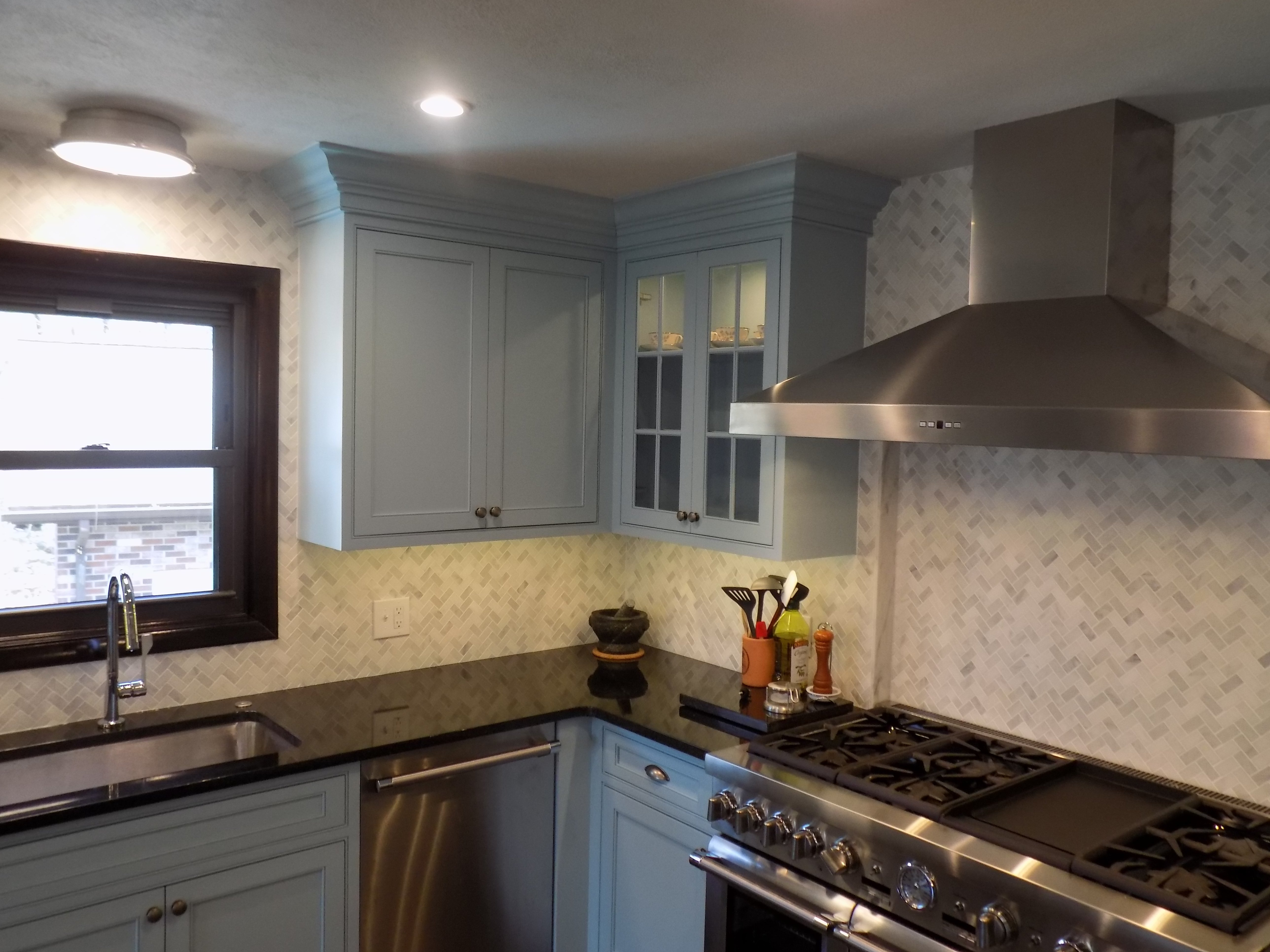 corner kitchen cabinets with top moulding