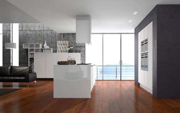 una cucina e sala open space moderna con pavimento in parquet