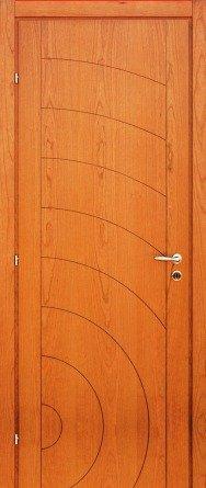 una porta in legno lucido con delle linee nere