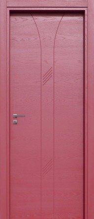una porta color fucsia