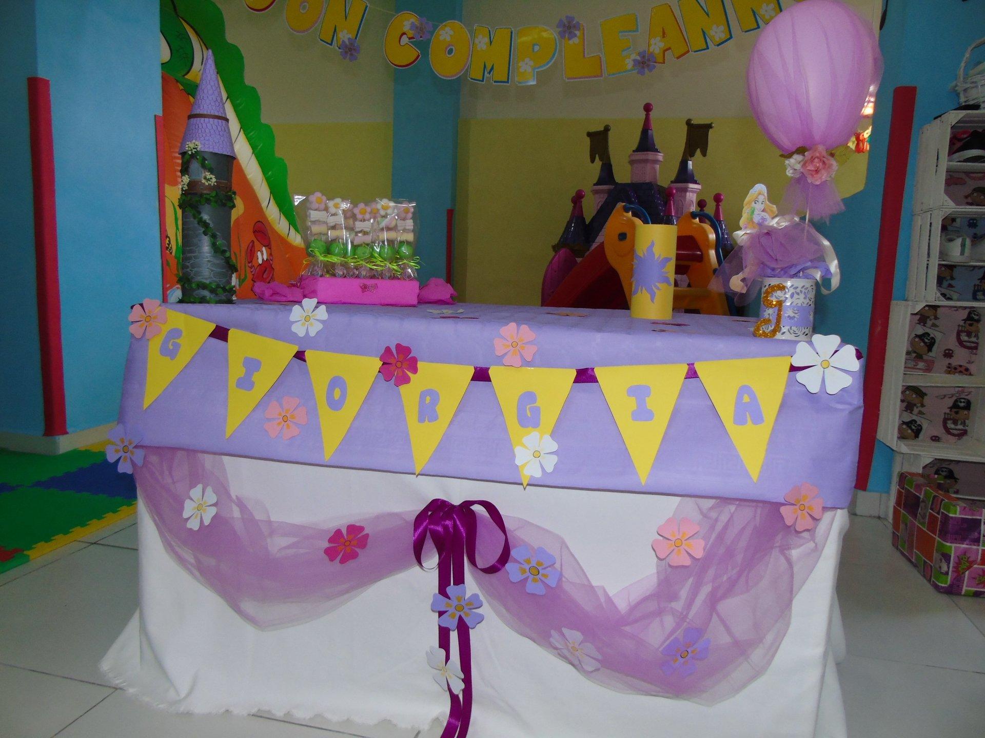 festa di compleanno con regali per GIORGIA