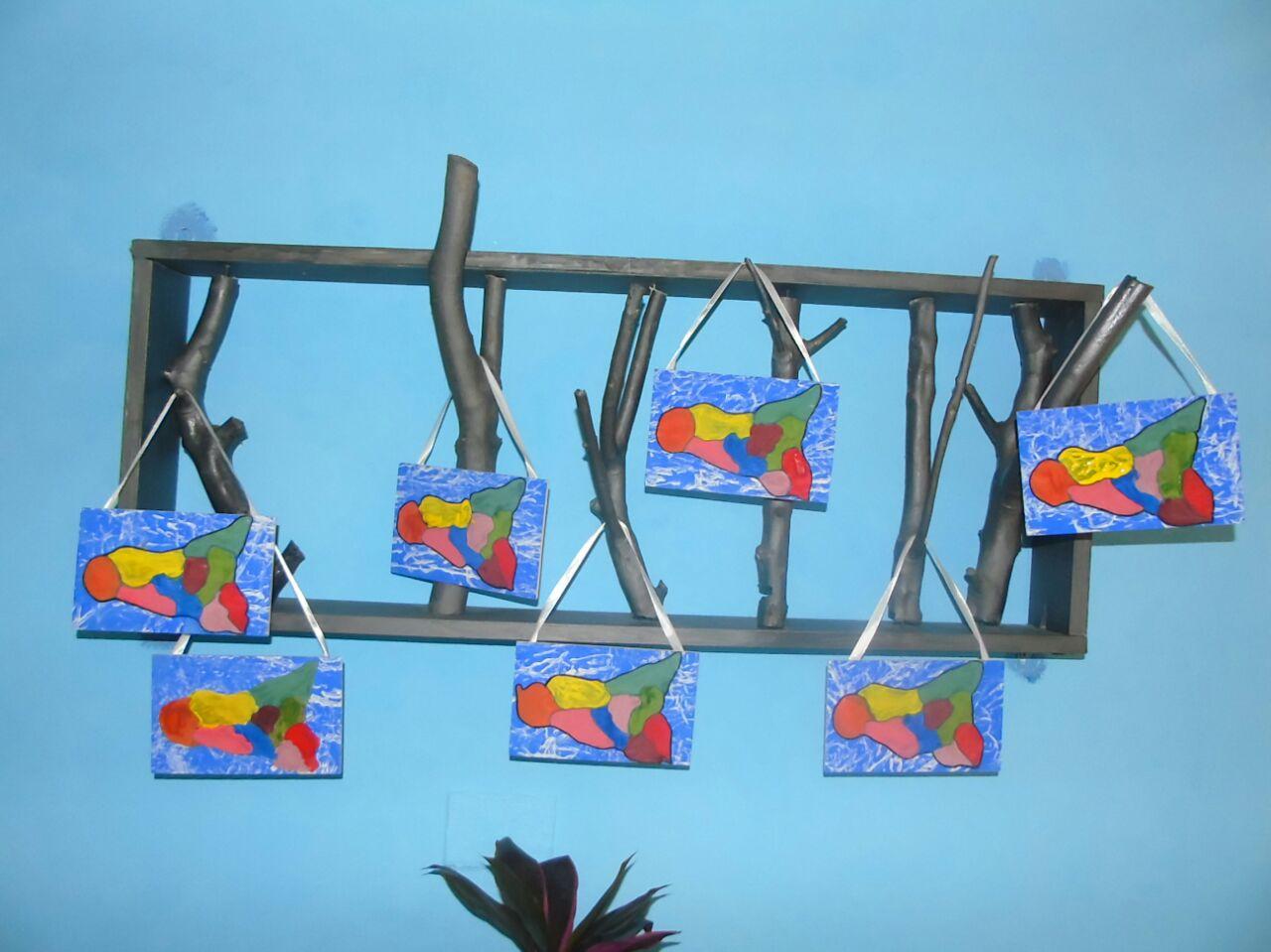 targhette con raffigurata la regione sicilia appese a dei rami