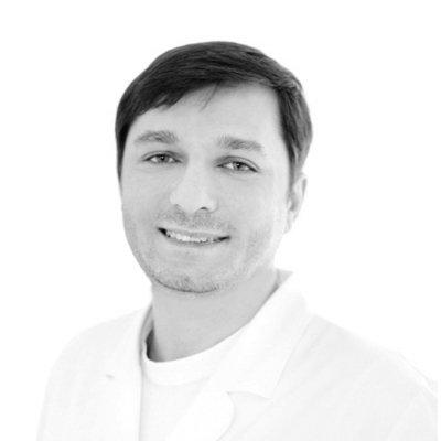 врач-стоматолог хирург-имплантолог