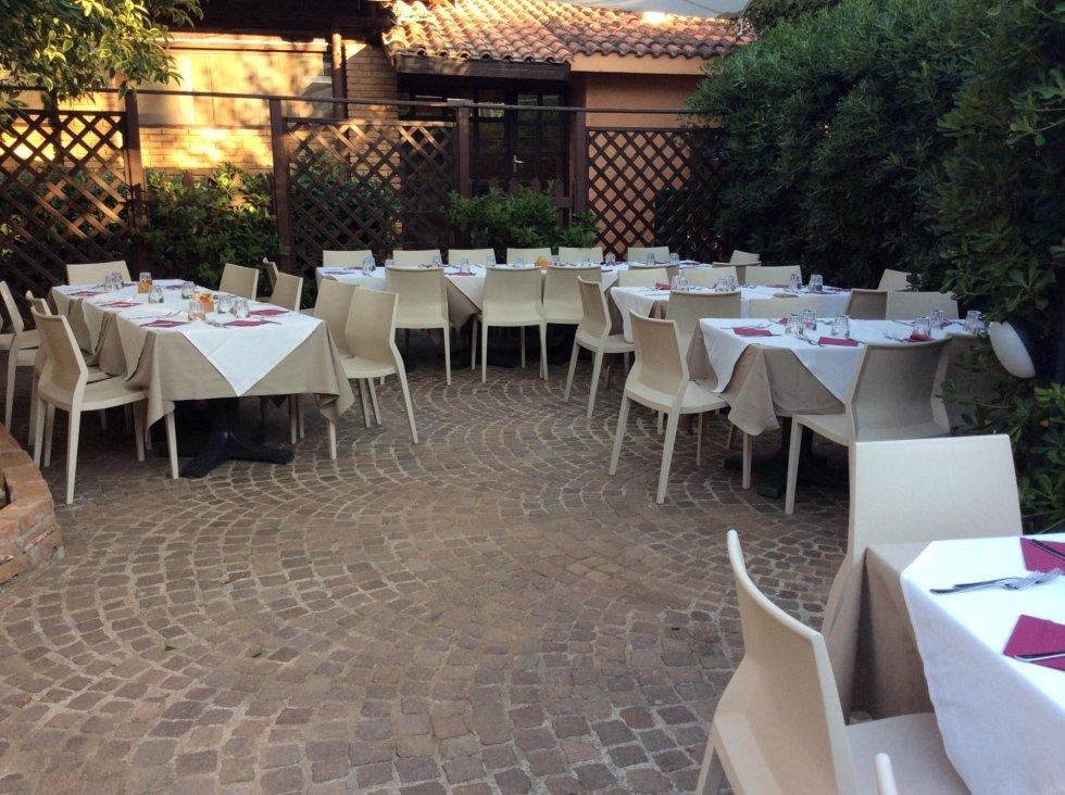 tavoli all'aperto