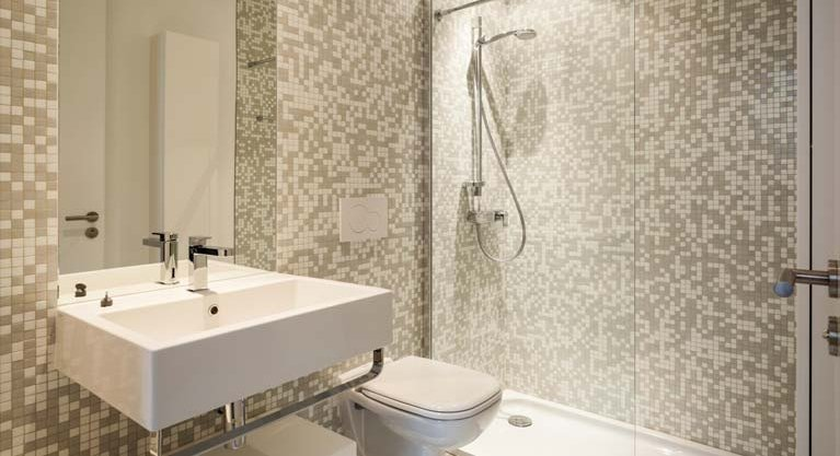 bathroom with mosaic feature tiles