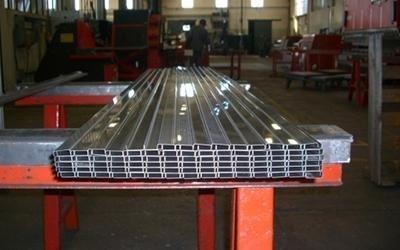 Profili piegati in alluminio