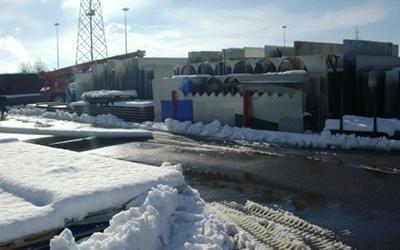 Magazzino sotto la neve