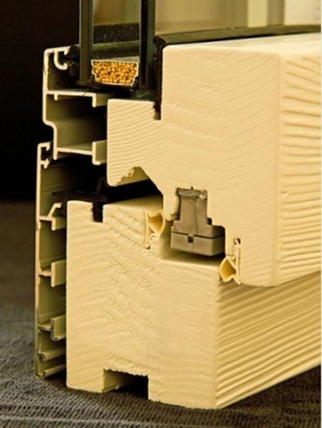 Fusion68 - Legno Abete Finitura RAL 9010 spazzolato Profilo esterno Alluminio Tipo profilo ZHEN argento